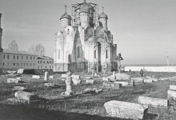 kazan-cathedral-saint-petersburg_paterssen-crosses.jpg