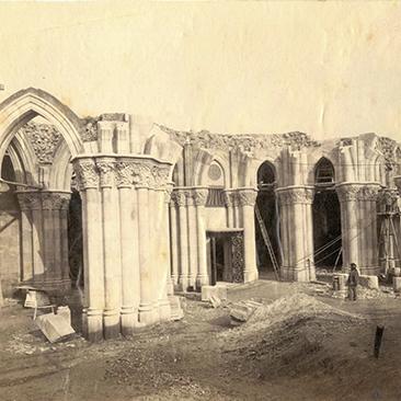 1885_Sagrada Família_crypt.jpg