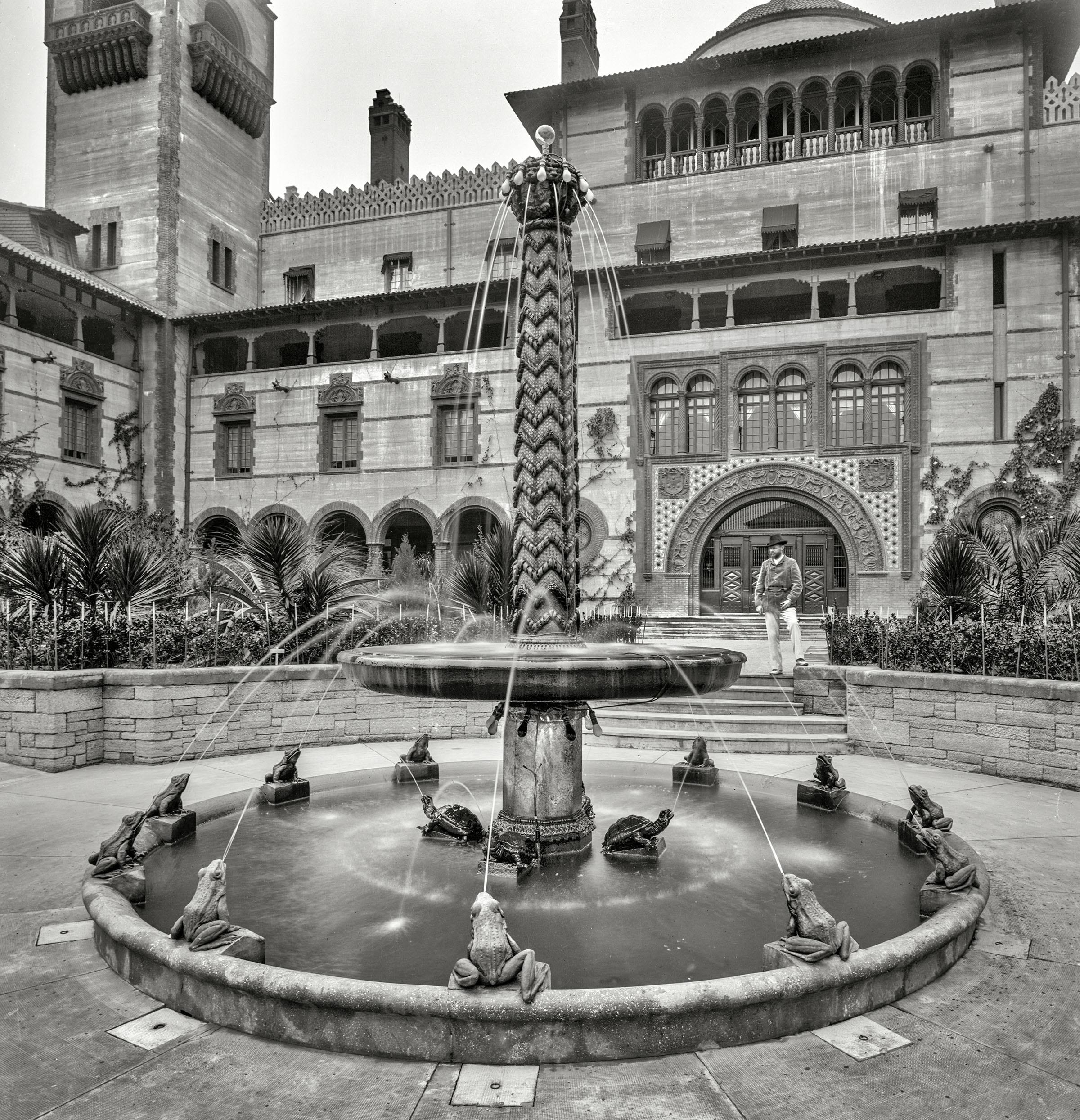 1897 - Fountain at Ponce de Leon Hotel.jpg