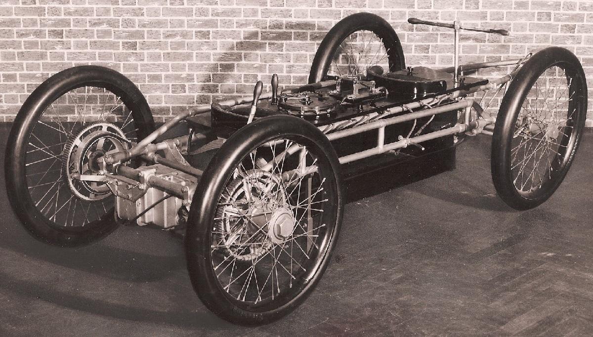 1901 Riker Torpedo.jpg