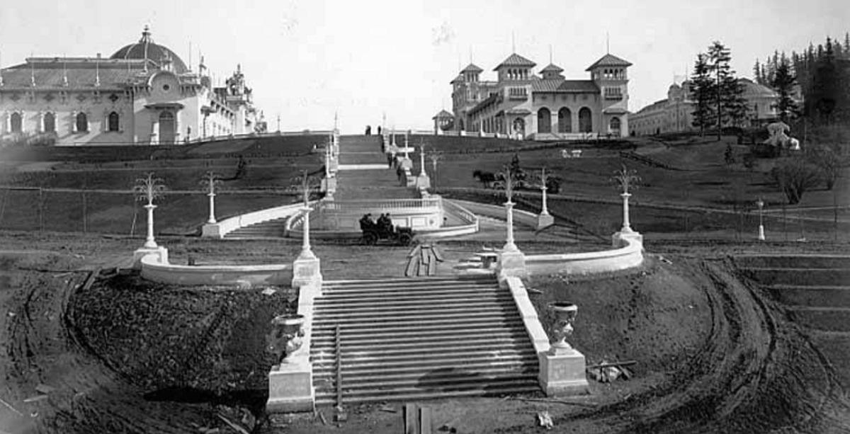 1904 expo-construction.jpg