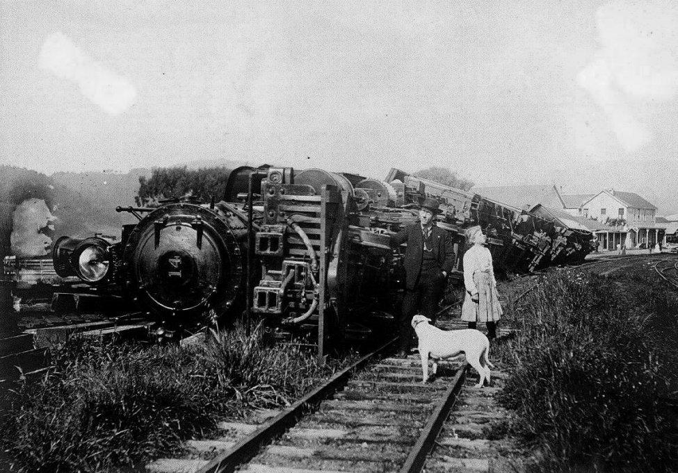 1906-train.jpg
