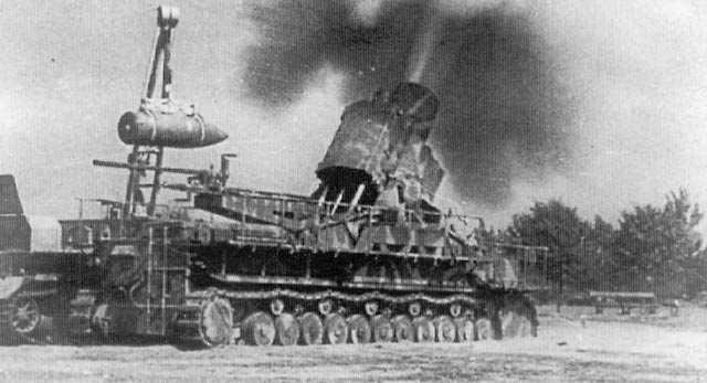 60 cm Karl-Gerät Ziu firing in Warsaw, August 1944.jpg
