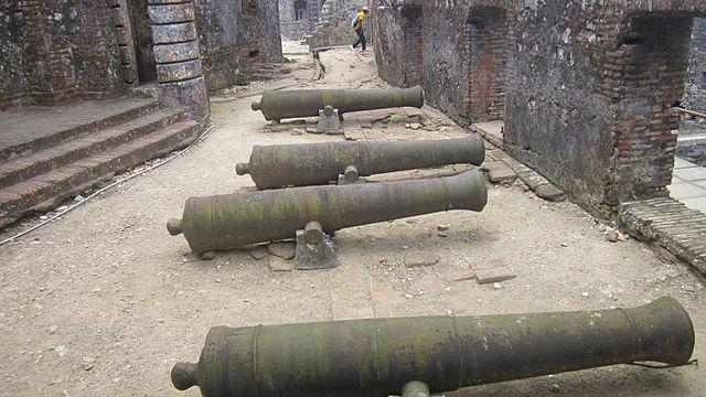 640px-Citadelle_in_Haiti,_cannons.jpg