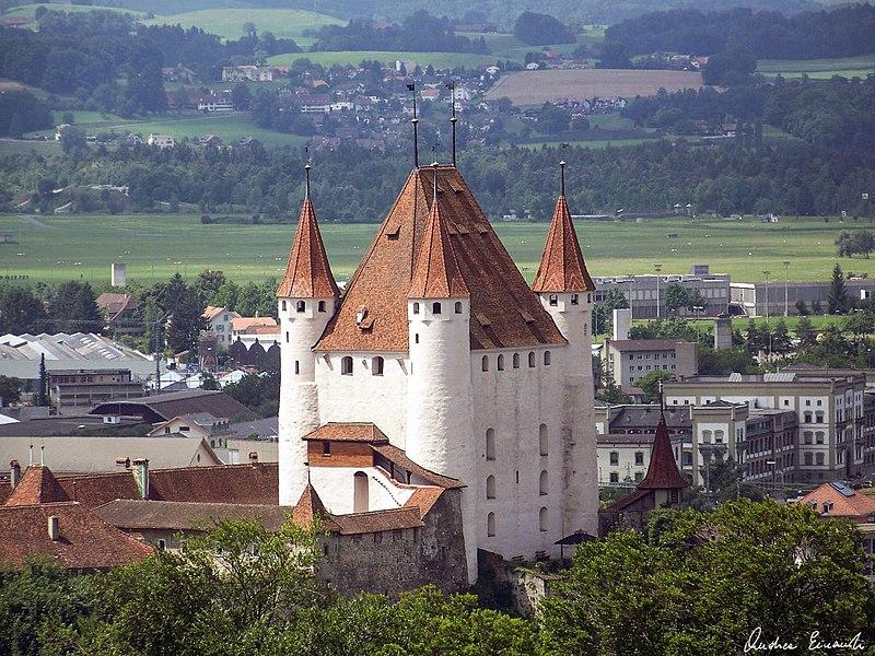 800px-Thun_castle_view.jpg