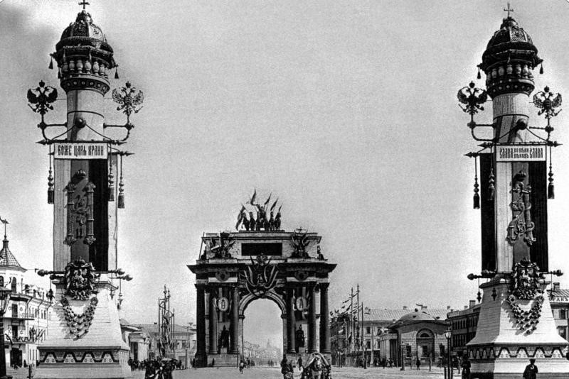 Arch_de_Triumph_Moscow_2.jpg