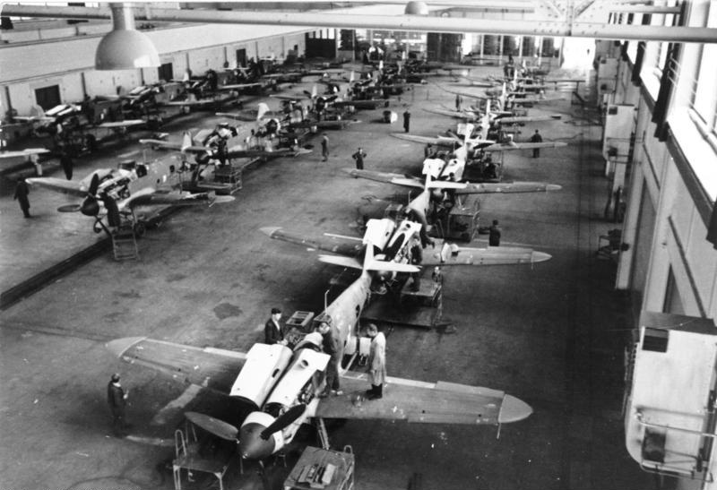 Bundesarchiv_Bild_101I-638-4221-06,_Produktion_von_Messerschmitt_Bf_109.jpg