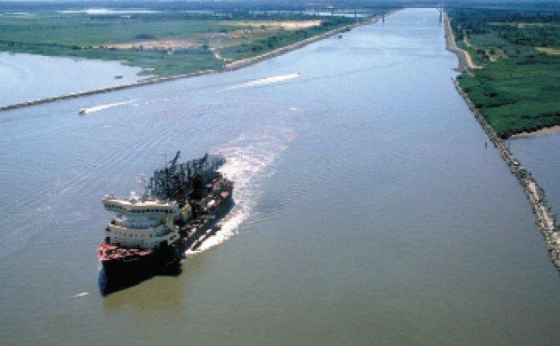 Chesapeake_and_Delaware_Canal_eastern_entrance.jpg