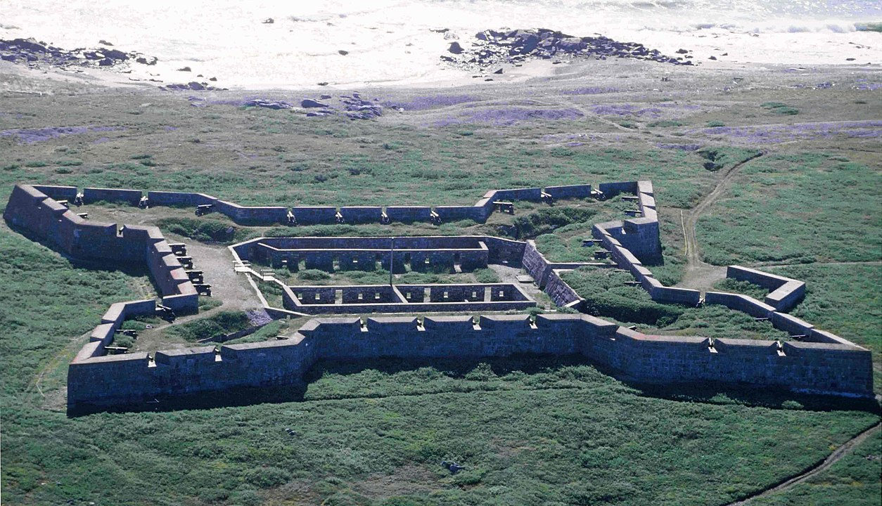 Churchill_Fort_Prince_of_Wales_1996-08-12.jpg