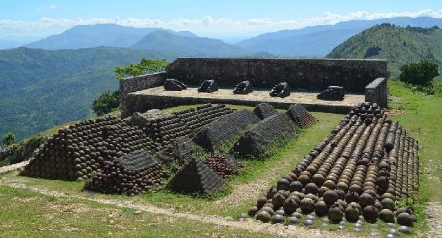 citadelle-laferriere-cannon-balls.jpg