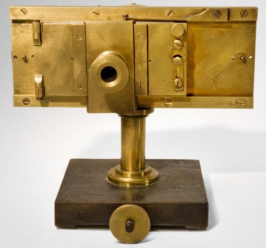 Dagron microphotographic camera.jpg