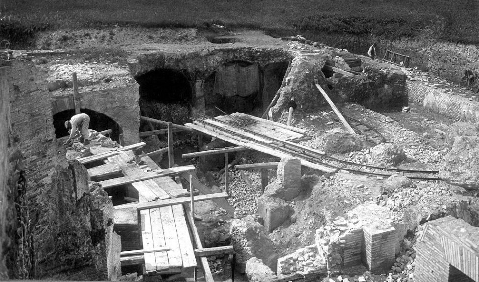 Excavation_Rome_2.jpg