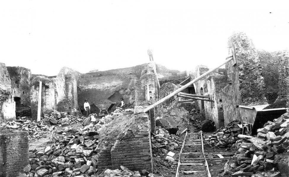 Excavation_Rome_22.jpg