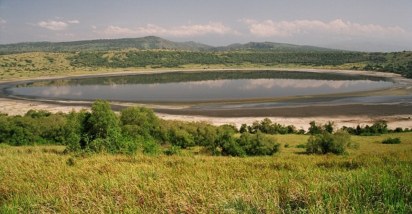 katwe-_Crater_Lake.JPG