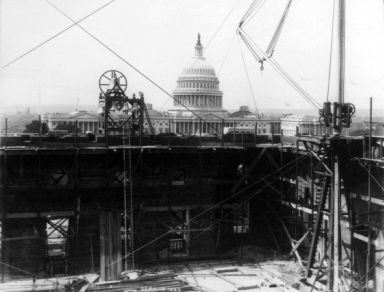 Library_of_Congress_construction_with_Capitol_Dome.jpg