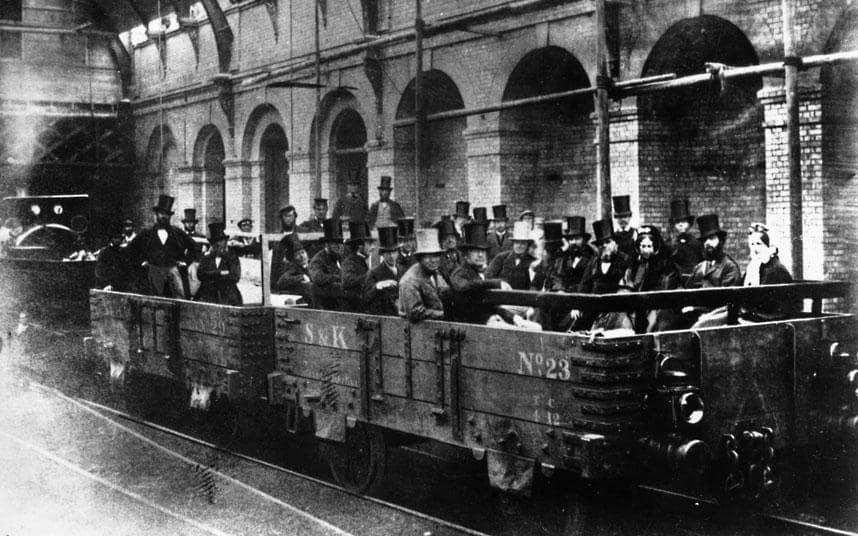 London_underground_train_2.jpg