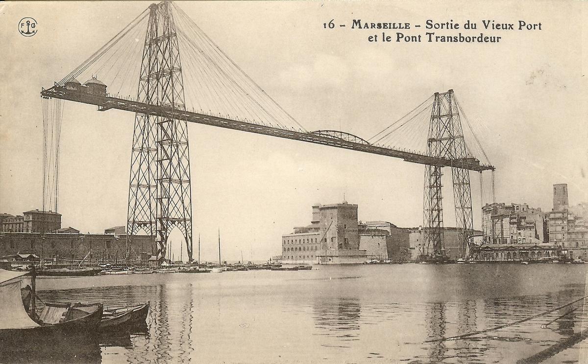 Marseille,_L'Entree_du_Vieux-Port_&_le_Pont-Transbordeur..jpg