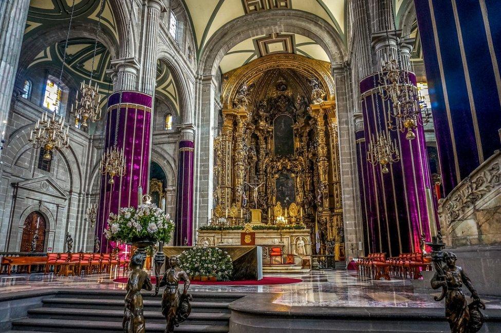 Metropolitan Cathedral interior Mexico city.jpg