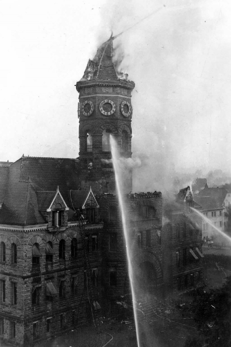 Old-State-Capitol-Building-on-fire-Olympia-September-8-1928.jpg