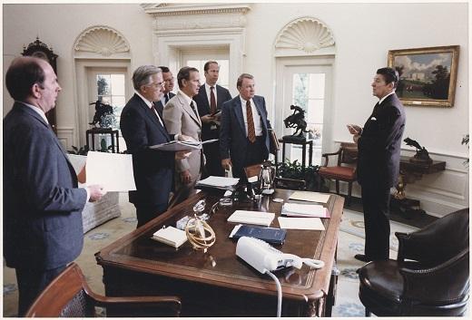 President_Reagan_and_his_White_HouseNARA_-_198521.jpg
