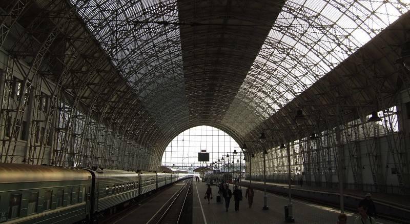 Roof_of_Kievsky_Railway_Station.jpg