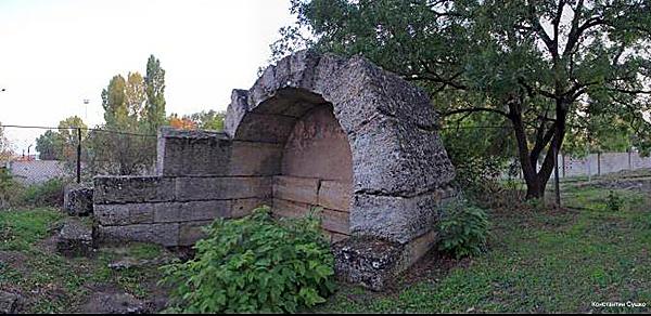 scythian grave.jpg