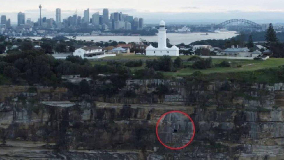 secret_tunnel_sydney_cliff_1.jpg