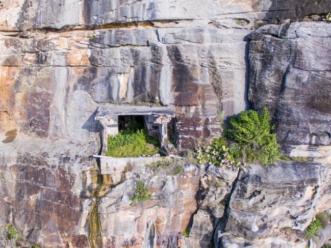 secret_tunnel_sydney_cliff_2.jpg