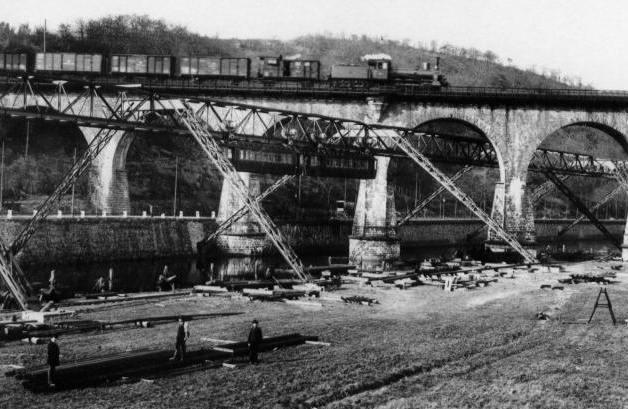 Sonnborner_Eisenbahnbrücke_001.jpg