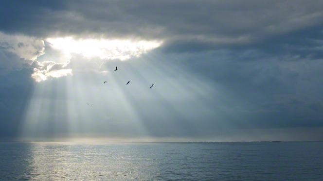 sun_through_clouds_4.jpg