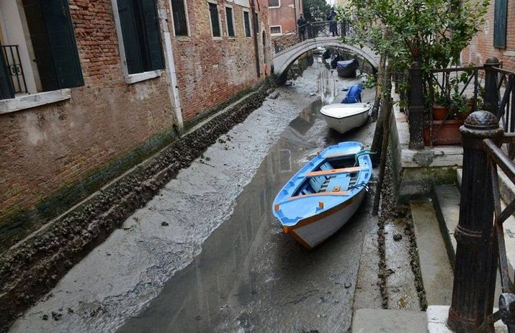 venice_with_no-Water_3.jpg