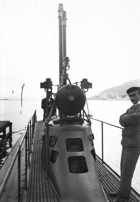 Xiphias_submarine_tower_1913.jpeg