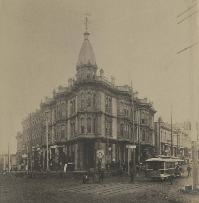 Yesler-Leary_Building_on_1st_Ave,_ca_1885.jpg